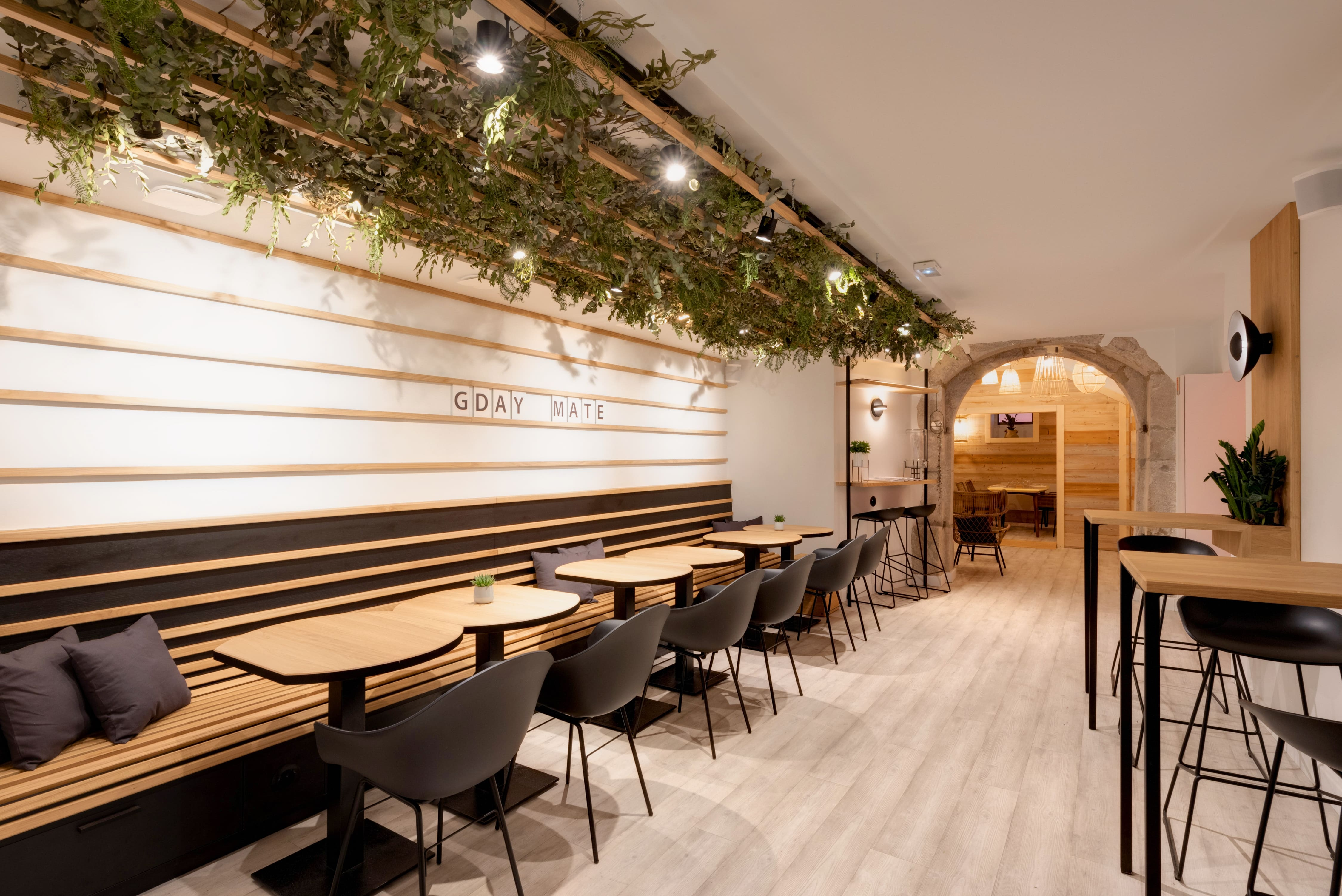 Agencement interieur design métallique ROBI restaurant Haven Annecy 74 agencement en metal