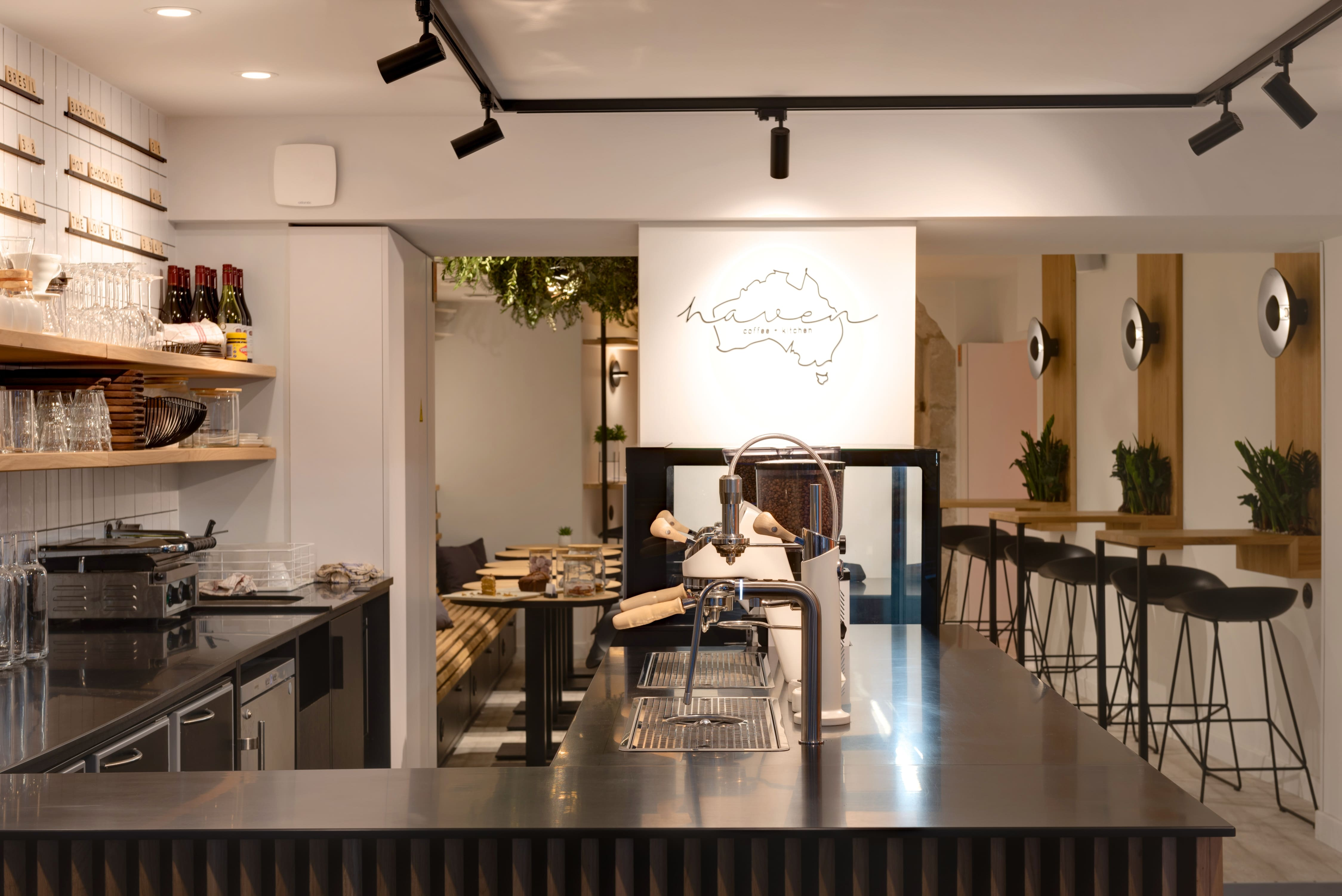 Agencement interieur design métallique ROBI restaurant Haven Annecy 74 agencement en metal 7