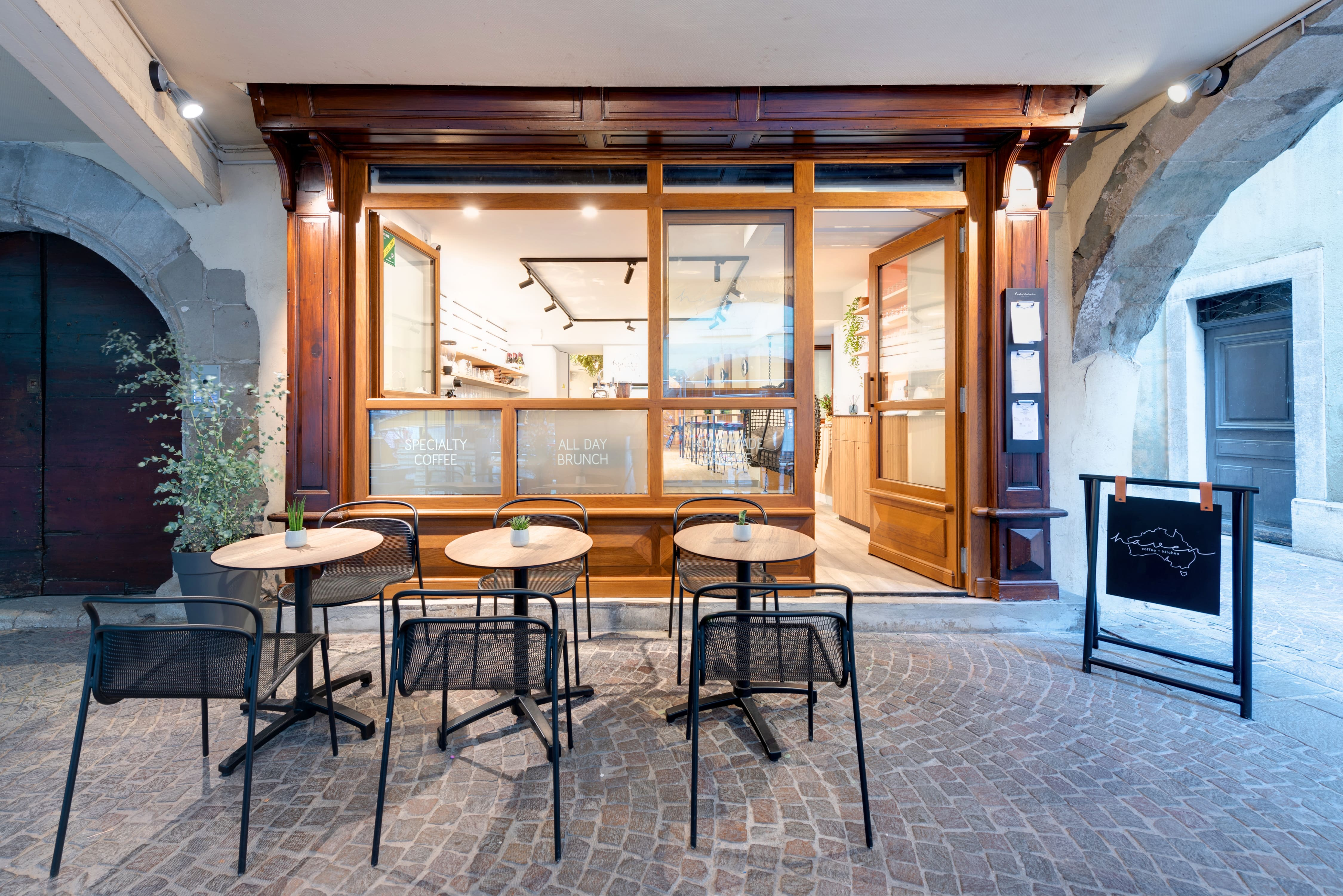 Agencement interieur design métallique ROBI restaurant Haven Annecy 74 agencement en metal 8